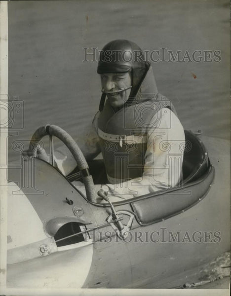 1937 Press Photo Boat racer Maurice Vassuer drives the Rafale Vl. - net30664 - Historic Images
