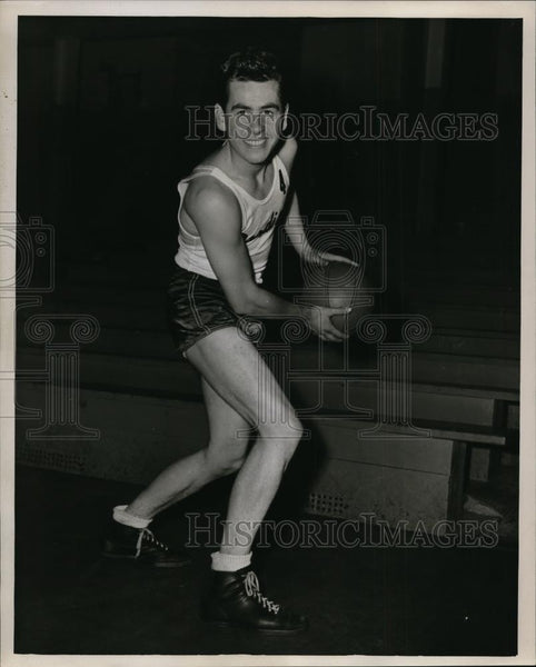 1946 Press Photo Paul Natolitano, Forward, Basketball - orc00044 - Historic Images