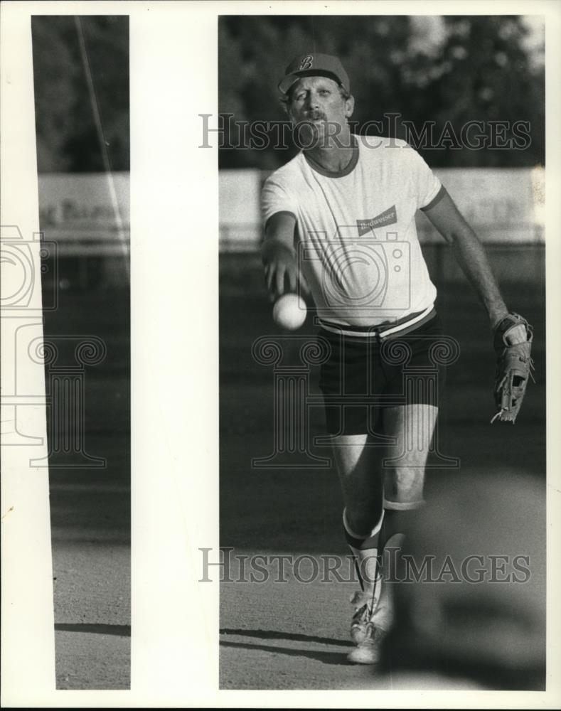 1984 Press Photo Jim Tooley- one of the Vancouver area's stop slow pitch pitcher - Historic Images