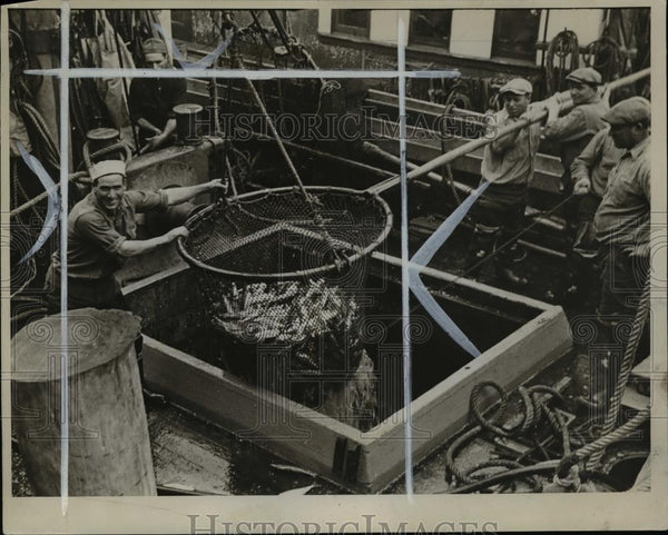 1935 Press Photo Discharging Cargo-Half a Ton to a Scoop - orb91350 - Historic Images