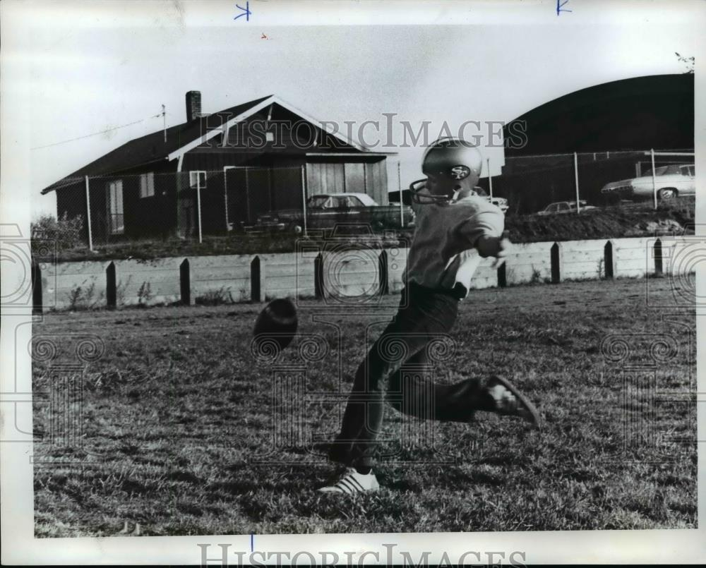 1976 Press Photo Brad Hunter works on Kicking game - orc13174 - Historic Images