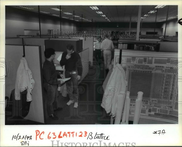 1992 Press Photo Lattice Semiconductor Corp. engineer Ken Tsui - orb08437 - Historic Images