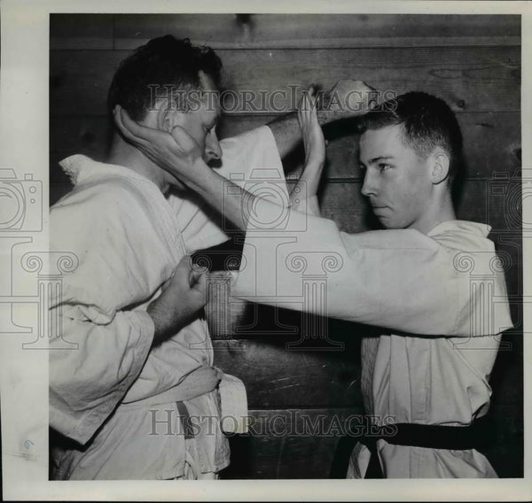 1961 Press Photo Best way to beat a puncher - orb19466 - Historic Images