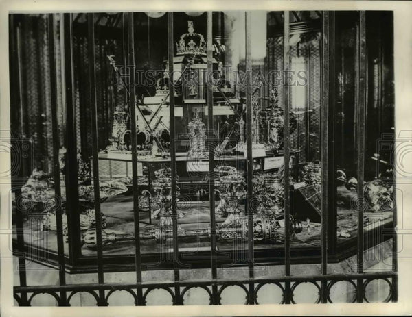 1937 Press Photo Crown Jewels of England - orb24919 - Historic Images