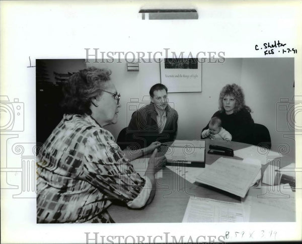 1991 Press Photo Iris Newhouse, interviews Richard Lipplegoos and Darcie York - Historic Images