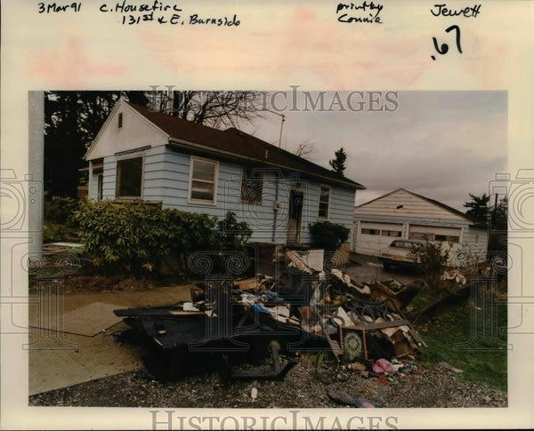 1991 Press Photo Intense house fire at 13125 E Burnside St. - orb69470 - Historic Images