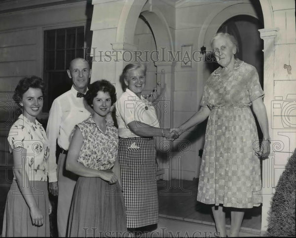 1962 Press Photo Miss Reba J. Hurns hosts Lebanon visitors - spa10010 - Historic Images