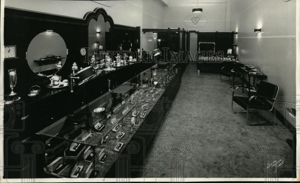 1935 Press Photo Interior view of store owned by Oscar Levitch in Spokane - Historic Images