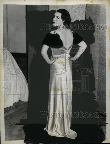 1932 Press Photo Mrs. John H.G. Pell at New York City Charity Fashion Show - Historic Images