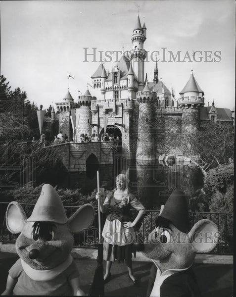 1968 Press Photo Disney characters welcome guests at Disneyland - spa44484 - Historic Images