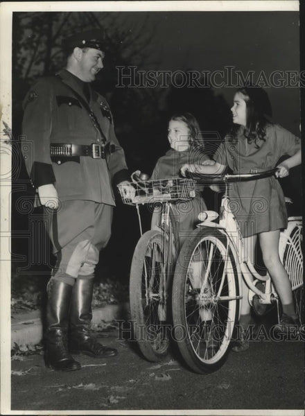1940 Press Photo Sgt Northey teaches Girl Scouts Dorothy Griffith,Patsy Plastino - Historic Images