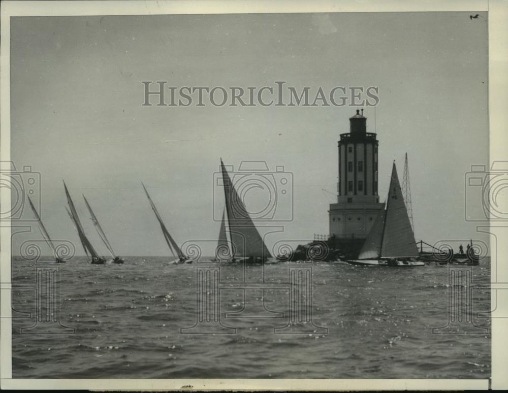 1930 Press Photo Sloops sail gracefully around Los Angeles Harbor Lighthouse - Historic Images