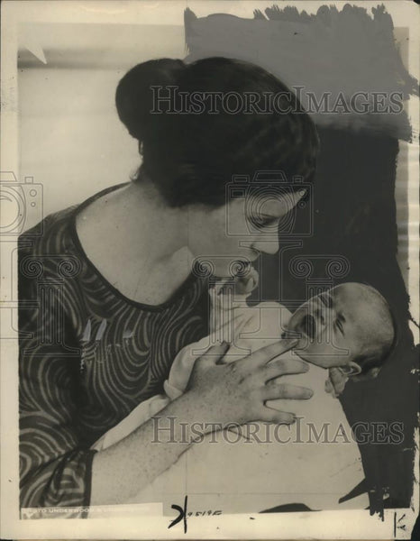 1924 Press Photo Mrs H.D. Locke of Haperville w/ Daughter Born with Tooth - Historic Images