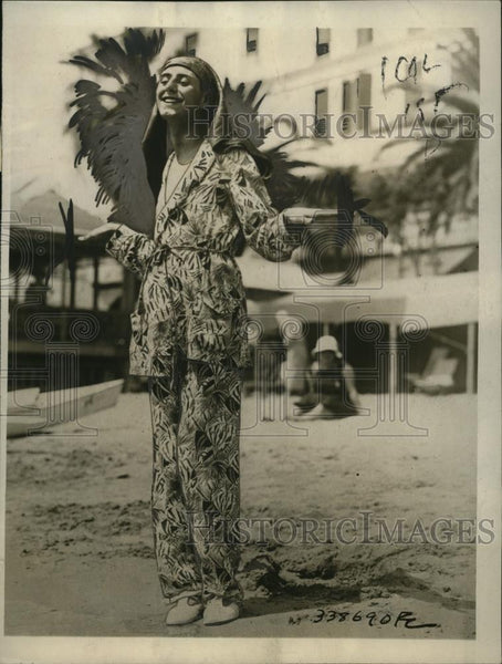 1923 Press Photo man wears King Tut inspired pajamas at Italian Riviera beach - Historic Images