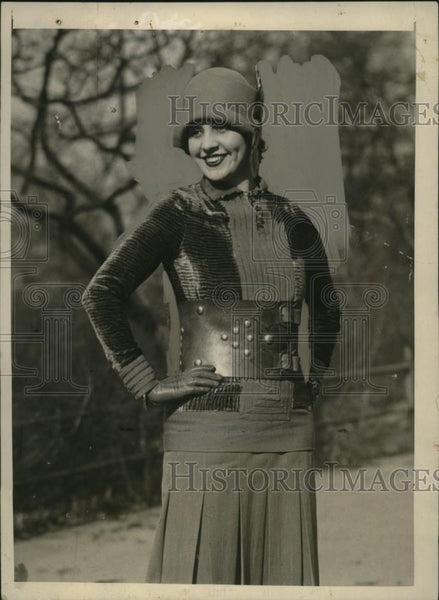 1926 Press Photo Ethelind Terry Wears Brigand Belt in New York - neo11651 - Historic Images