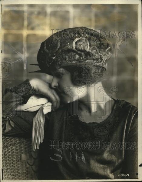 1919 Press Photo Tam turban by Gidding in taffeta & embroidery - neo12560 - Historic Images