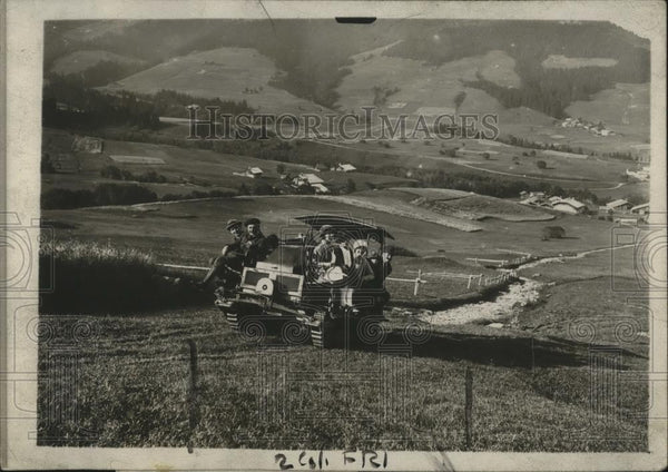 1919 Press Photo War Tank in French Alpine Country  - neo13478 - Historic Images