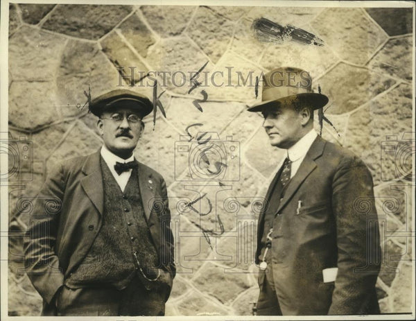 1919 Press Photo Detective Nusbaum and Chief Wilson, Who Arrested Charles White - Historic Images