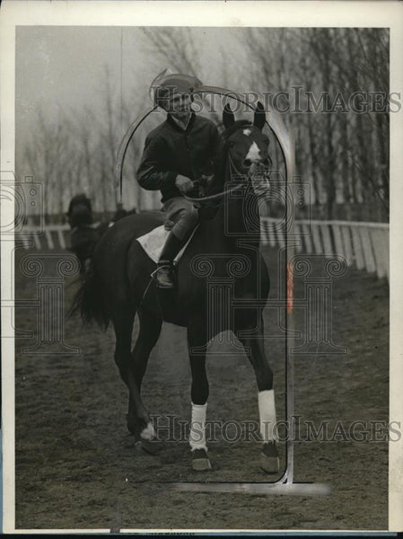1928 Press Photo Jockey Earl Sande Rides at Belmont Park, New York - neo16087 - Historic Images