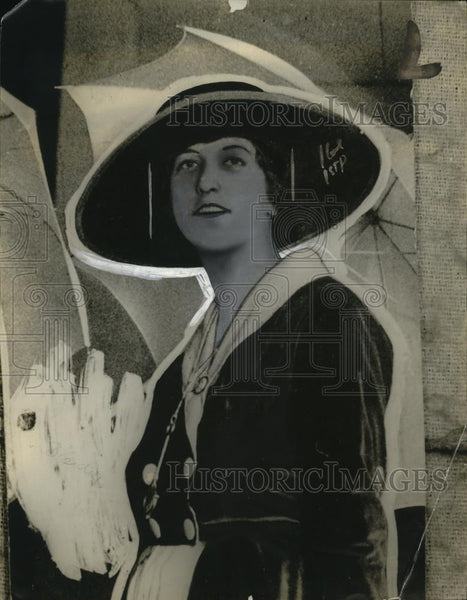 1921 Press Photo Ms. Alice Johnson, Society Girl, to Become Nurse - neo21121 - Historic Images