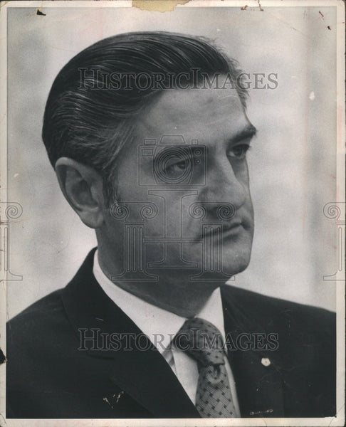 1971 Press Photo John Riccardo Chrysler President pin - Historic Images