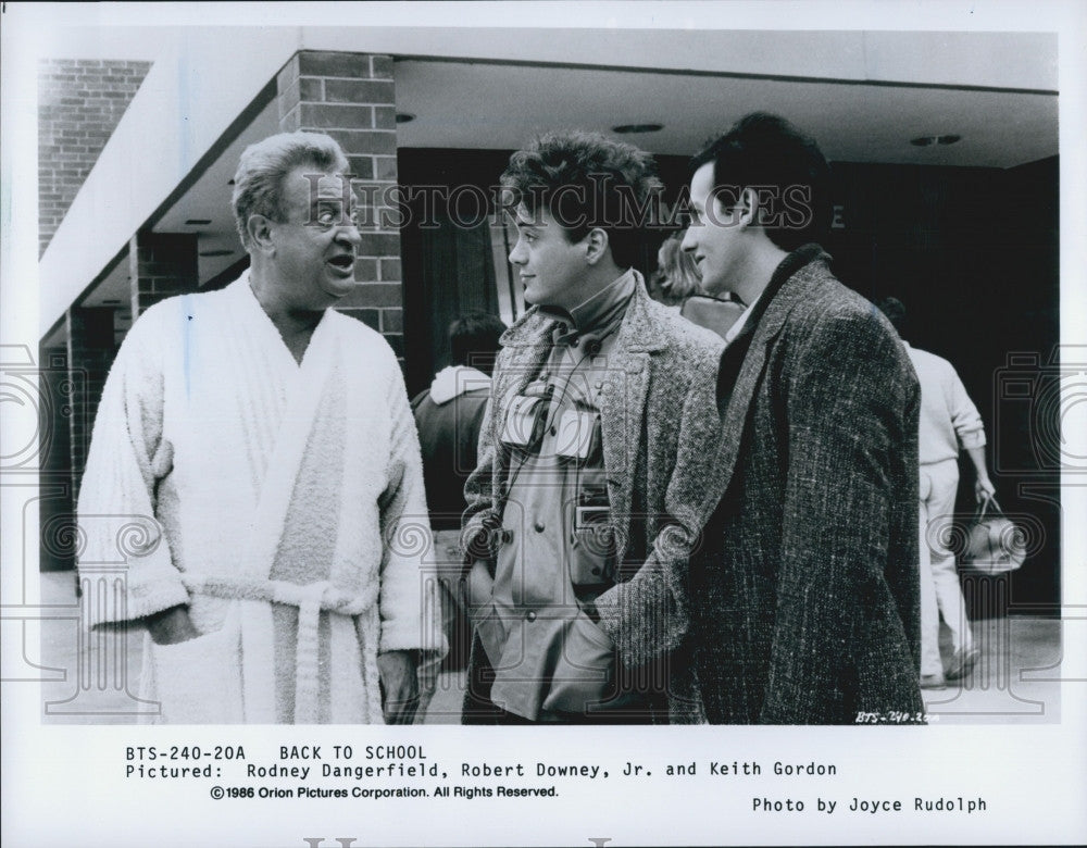 1986 Press Photo Actors Rodney Dangerfield, Robert Downey, Jr., Keith Gordon - Historic Images