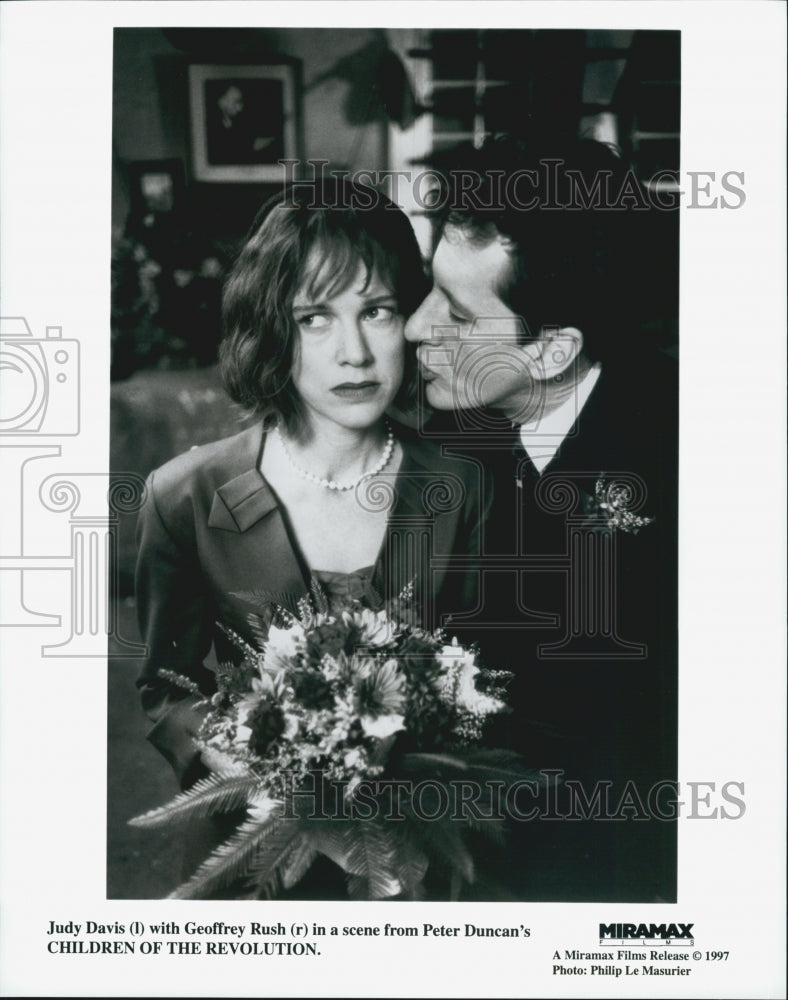 "1997 Press Photo Judy Davis and Geoffrey Rush in ""Children of the Revolution"" - Historic Images"