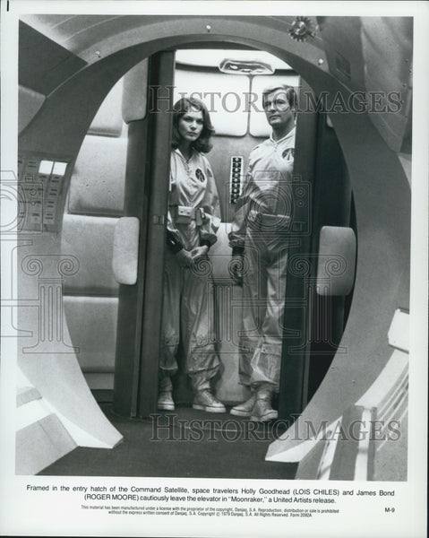 "1979 Press Photo Lois Chiles and Roger Moore in ""Moonraker"" - Historic Images"