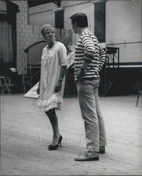 1964 Press Photo Actress Rachel Roberts & Kenneth Haigh Rehearsing - KSB10301 - Historic Images