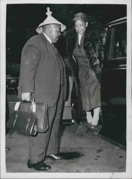 1958 Press Photo Chief Leabua Jonathan,  Basutolnad delegation & wife - Historic Images