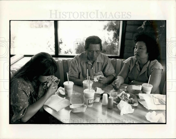 1984 Press Photo Laotian refugees for resettlement in USA - KSB19563 - Historic Images