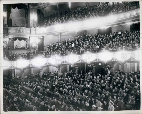1952 Press Photo Crowds for lecture by evangilist - KSB25125 - Historic Images