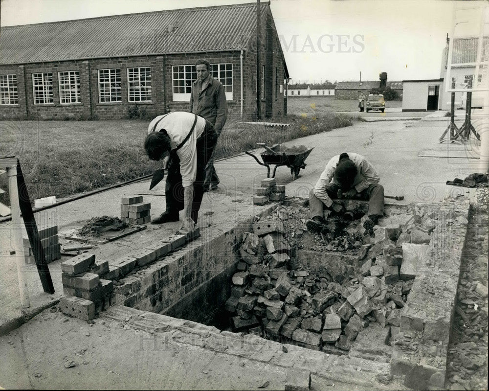 1971 Press Photo Midland Prisoners help to build new Ranby Prison - Historic Images