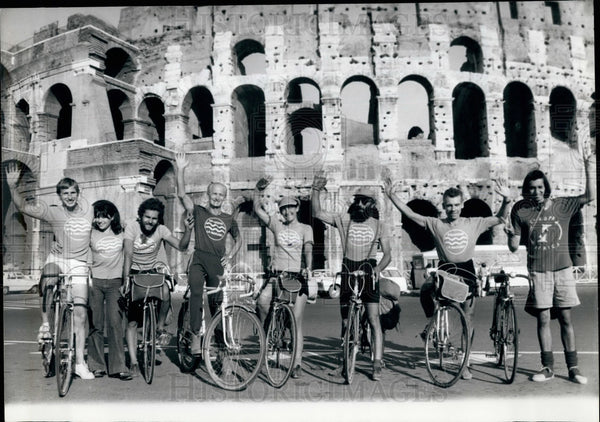 1975 Press Photo French Cyclists Arrive In Rome As Part Of Ecological Struggle - Historic Images