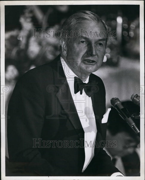 Press Photo Older Gentleman in Tuxedo gives Speech at Podium - KSB40543 - Historic Images
