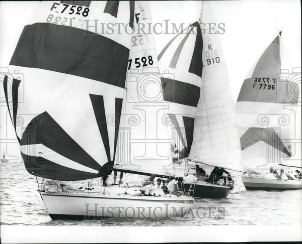 1980 Press Photo Large Boats With Spinnakers Channel Race Cowes - Historic Images