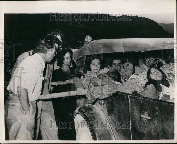 1953 Press Photo Some of the Injured From Greek Earthquake - Historic Images