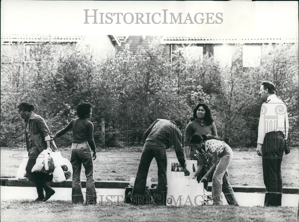1977 Press Photo Dutch children held by terrorists in Holland - KSG11235 - Historic Images