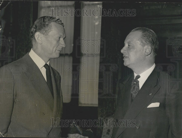 1958 Press Photo Belgium's Pierre Wigny Received by France's Couve de Murville - Historic Images