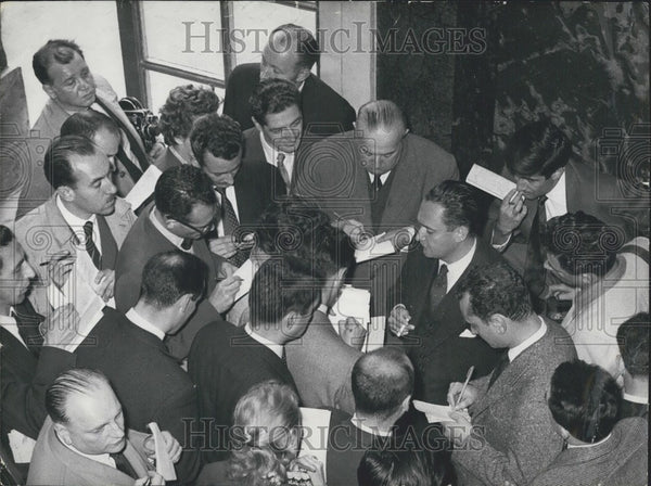1957 Press Photo Council President Bourges-Maunoury Discusses Bill With Press - Historic Images