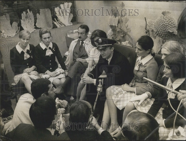 1969 Press Photo Press Conference with Flight Crew of a Rerouted Boeing - Historic Images