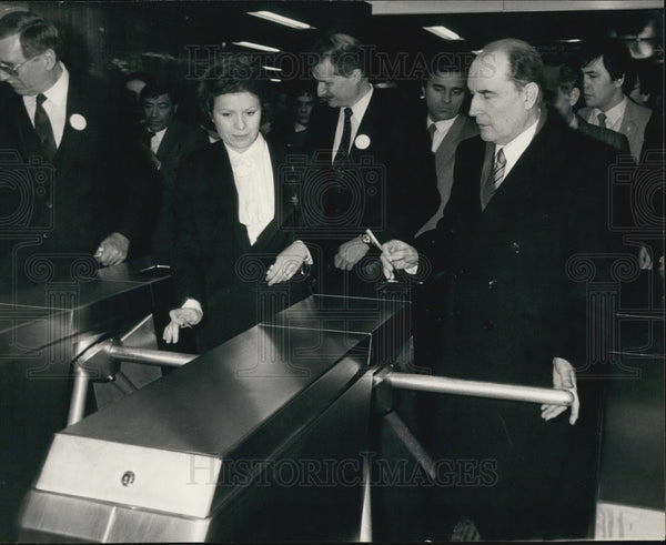 1982 Press Photo Francois Mitterand at the Chatelet les Halles Metro Station - Historic Images