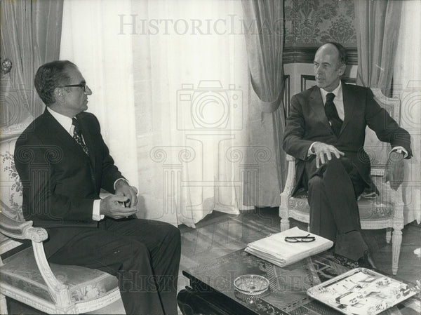 1974 President Giscard d'Estaing with the Shah of Iran at the Elysee - Historic Images