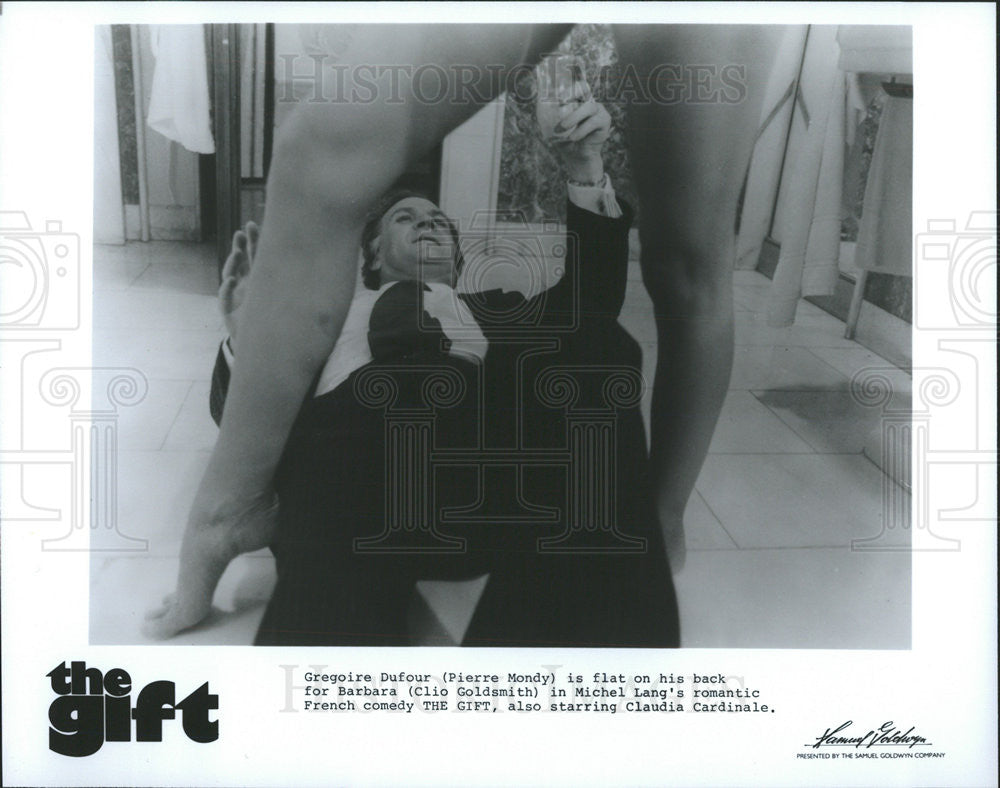 1982 Press Photo The Gift Clio Goldsmith Pierre Mondy - Historic Images