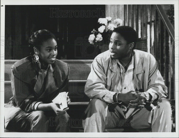 "1986 Press Photo Malcolm Jamal Warner and Tanya Wright in ""The Cosby Show"" - Historic Images"
