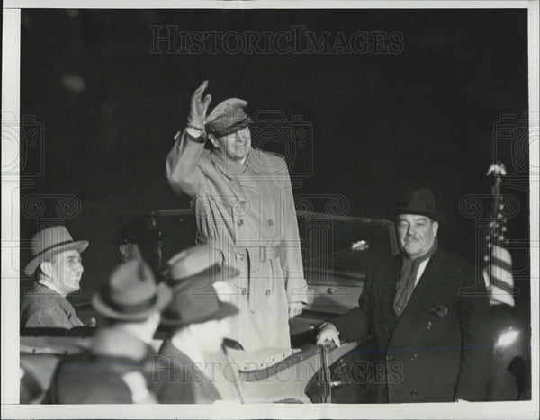 1951 Press Photo Gen. Douglas McAuthur Comes Home to Large Welcome at NY Airport - Historic Images