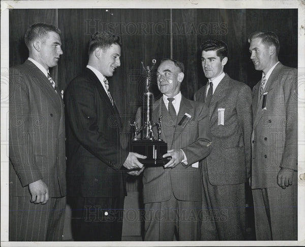 1947 Press Photo All sports awards Bobby Brown New York Yankee infielder honored - Historic Images