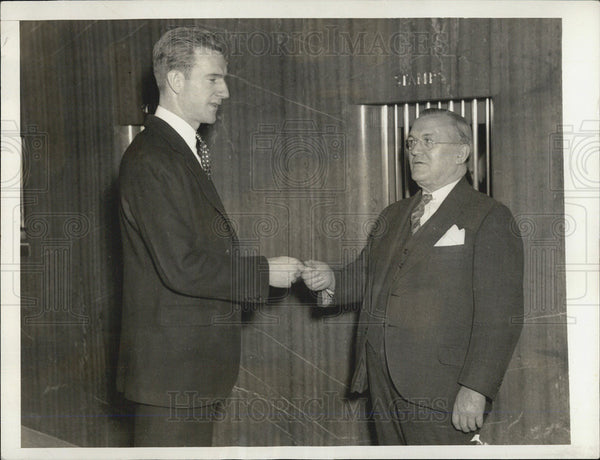 1935 Press Photo John D. Rockefeller Junior III Presents Keys Postmaster John - Historic Images