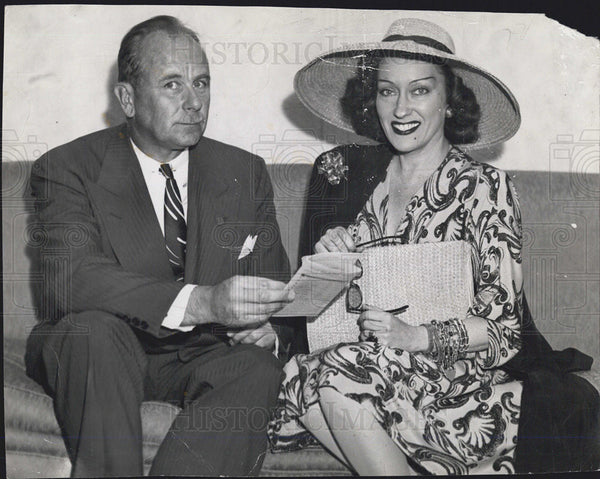 1946 Press Photo Gloria Swanson and RoderickPierrie - Historic Images