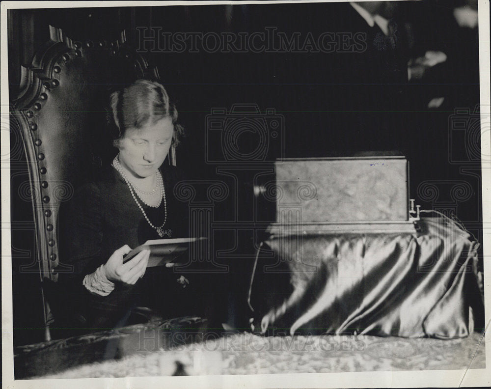 1930 Press Photo Info. Clerk Ruth Lane with First Detroit Telephone Directory - Historic Images